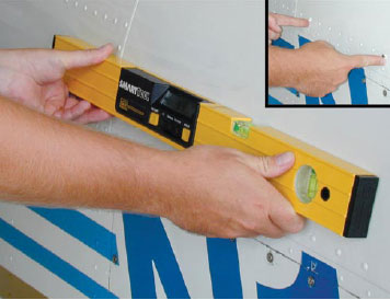 Figure 4-16. Spirit level being used on a Mooney M20.