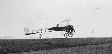 Figure 1-5. The world's first mono-wing by Louis Bleriot.