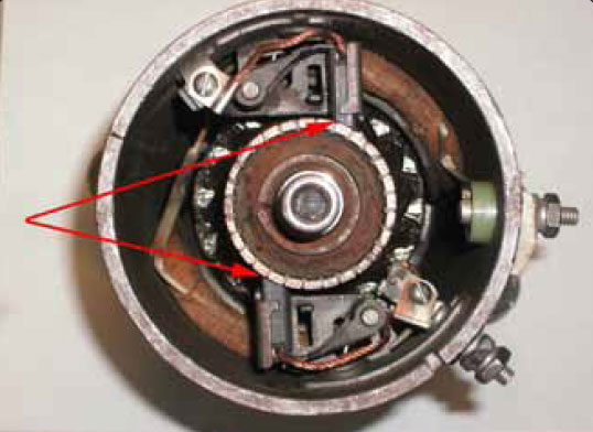 Figure 9-52. Wear areas of commutator and brushes.